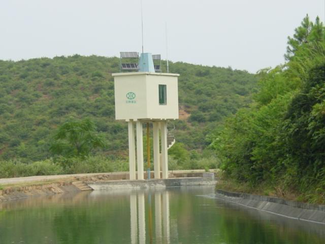 十三支渠太阳能液压遥控泄洪闸门